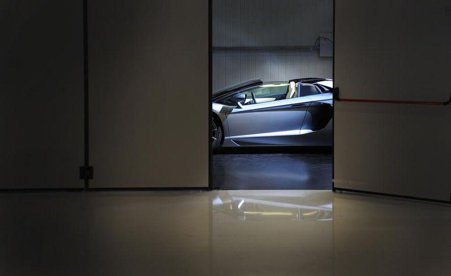2013 Lamborghini Aventador LP700-4 Roadster - Slide 32