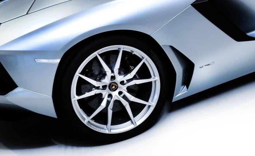 2013 Lamborghini Aventador LP700-4 Roadster - Slide 49
