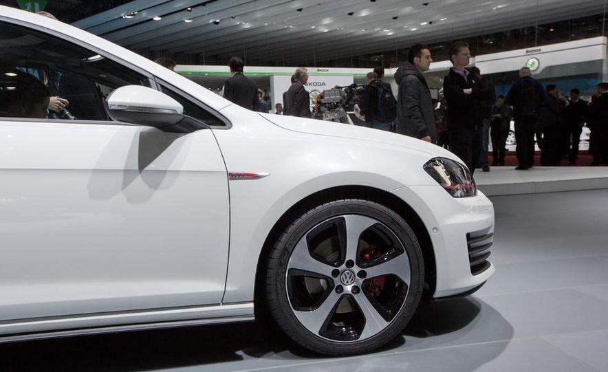 2015 Volkswagen GTI 3-door - Slide 15