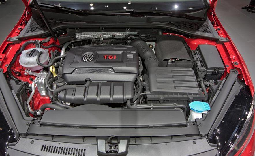 2015 Volkswagen GTI 3-door - Slide 28