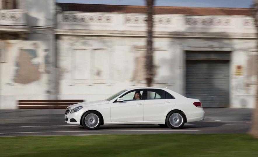 2014 Mercedes-Benz E250 sedan - Slide 2