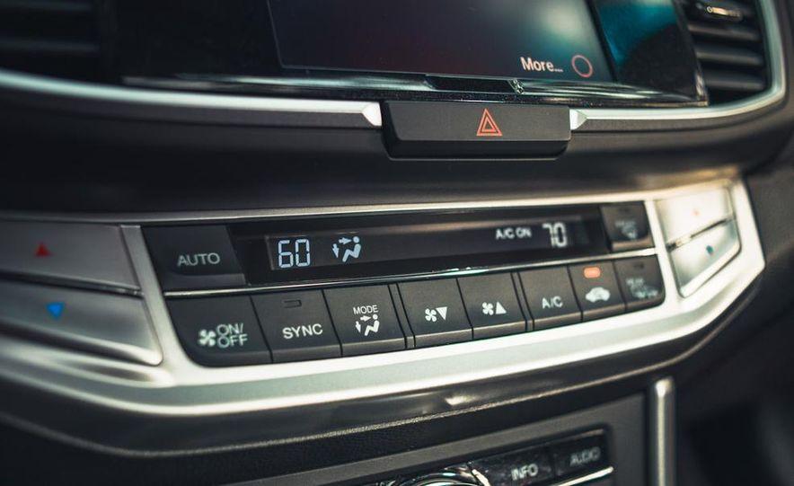 2013 Honda Accord EX-L V-6 coupe automatic - Slide 34