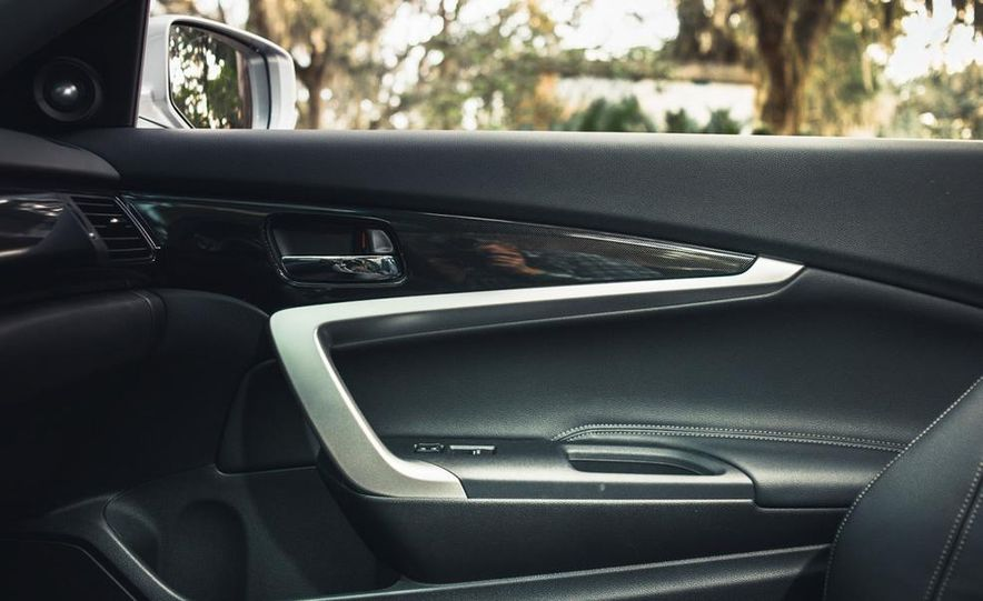 2013 Honda Accord EX-L V-6 coupe automatic - Slide 35