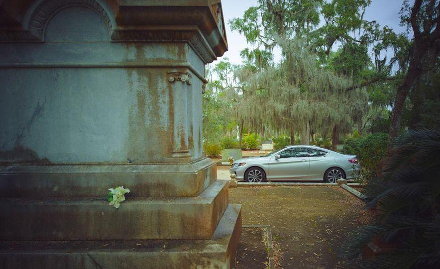 2013 Honda Accord EX-L V-6 coupe automatic - Slide 16