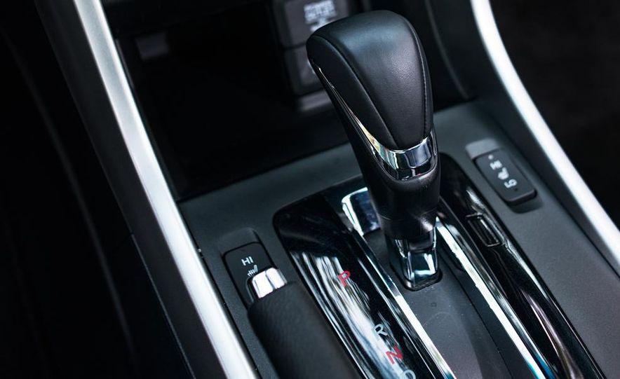 2013 Honda Accord EX-L V-6 coupe automatic - Slide 32