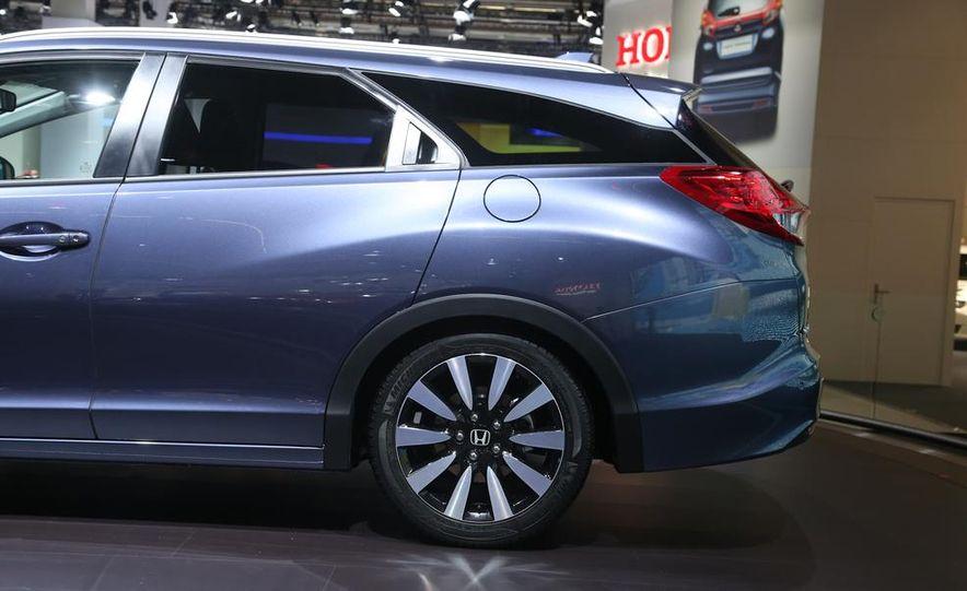 Honda Civic Tourer concept - Slide 10