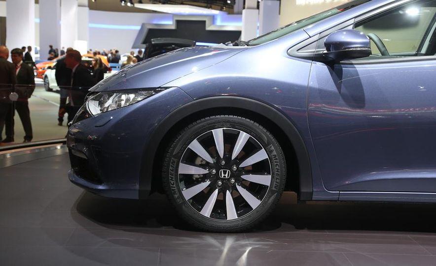 Honda Civic Tourer concept - Slide 11