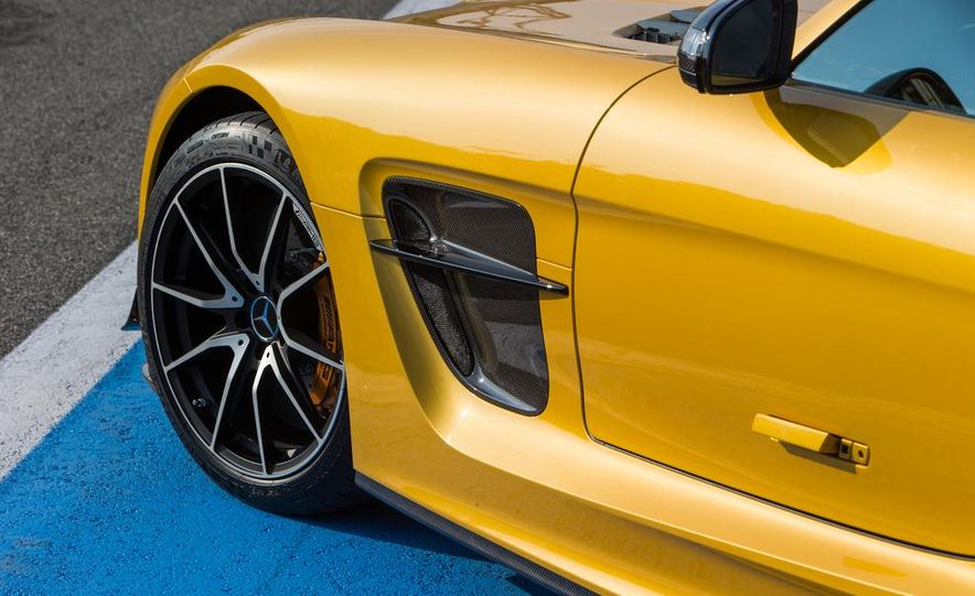 2014 Mercedes-Benz SLS AMG Black Series - Slide 23