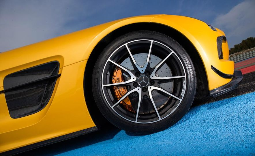 2014 Mercedes-Benz SLS AMG Black Series - Slide 22