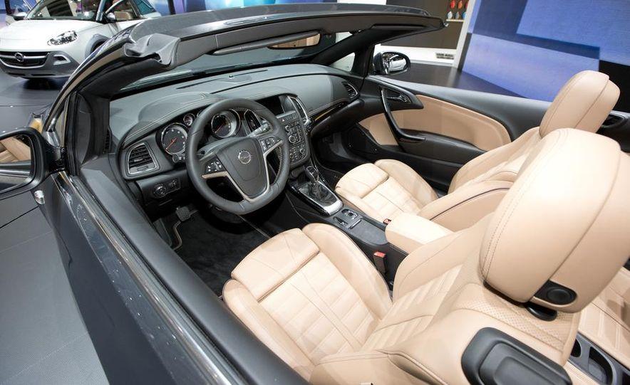 2014 Opel Cascada convertible - Slide 15