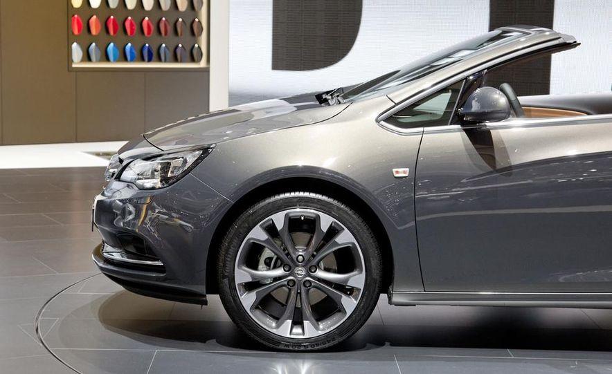 2014 Opel Cascada convertible - Slide 9
