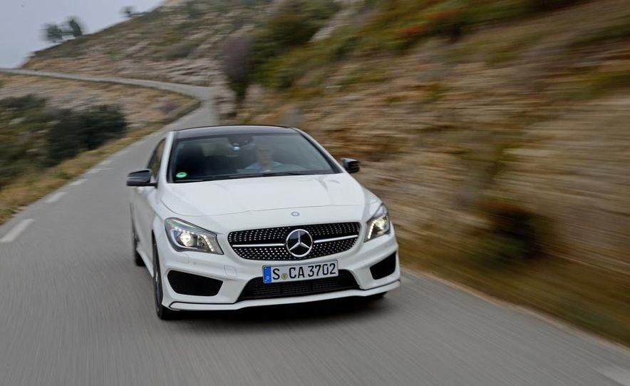 2014 Mercedes-Benz CLA250 4MATIC Sport - Slide 5