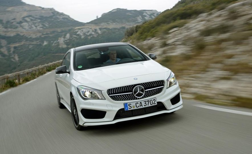 2014 Mercedes-Benz CLA250 4MATIC Sport - Slide 7
