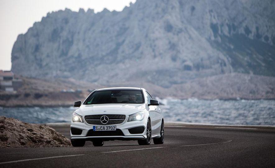 2014 Mercedes-Benz CLA250 4MATIC Sport - Slide 9