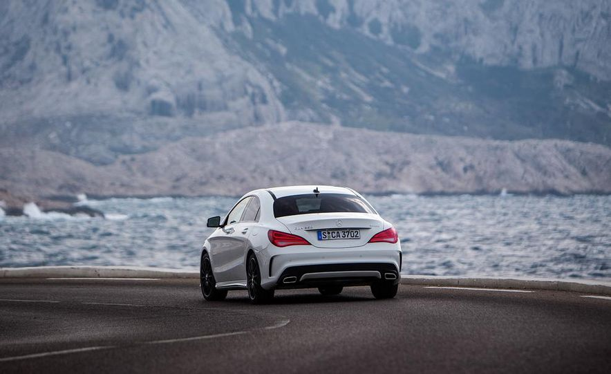 2014 Mercedes-Benz CLA250 4MATIC Sport - Slide 10