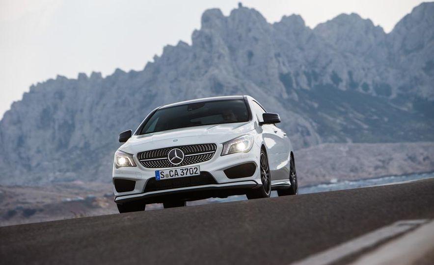 2014 Mercedes-Benz CLA250 4MATIC Sport - Slide 11