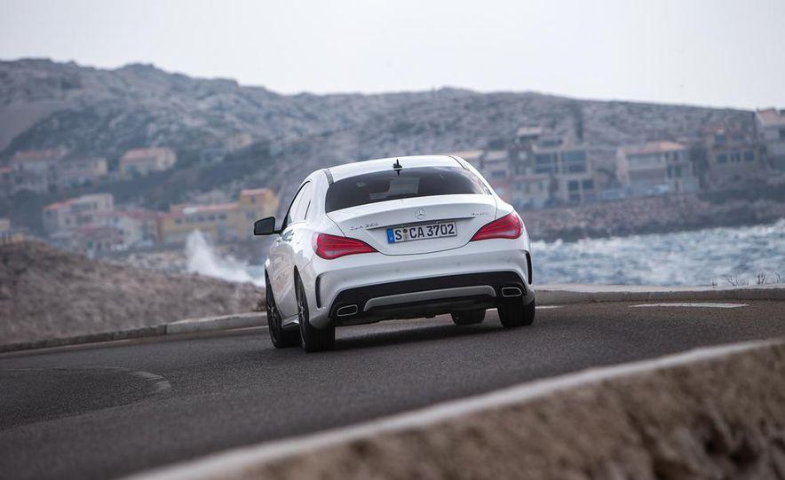 2014 Mercedes-Benz CLA250 4MATIC Sport - Slide 13