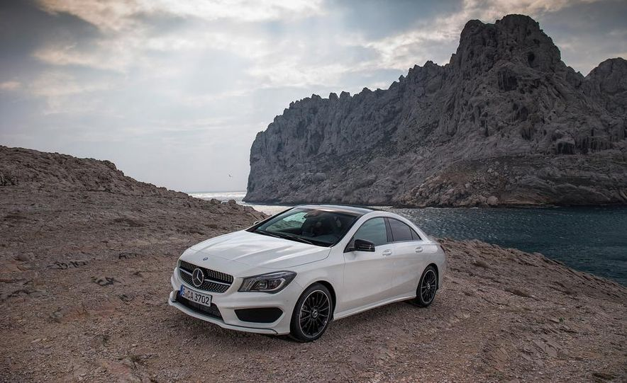 2014 Mercedes-Benz CLA250 4MATIC Sport - Slide 15
