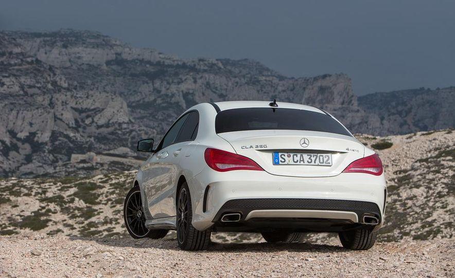 2014 Mercedes-Benz CLA250 4MATIC Sport - Slide 16