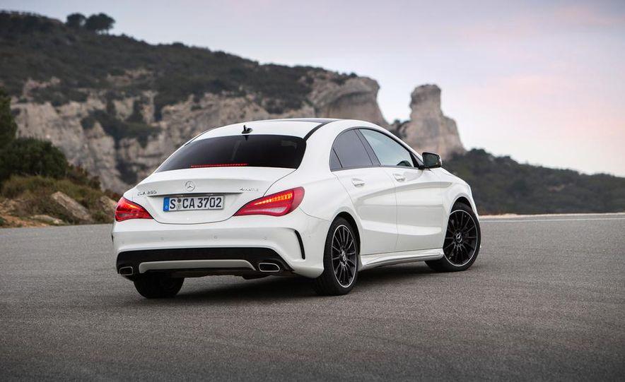 2014 Mercedes-Benz CLA250 4MATIC Sport - Slide 18