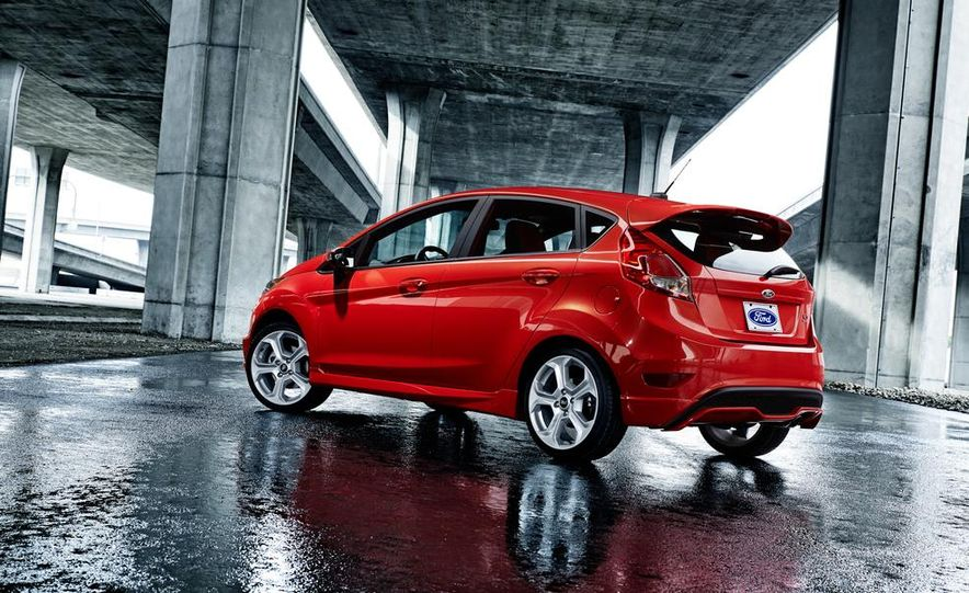 2014 Ford Fiesta ST - Slide 12