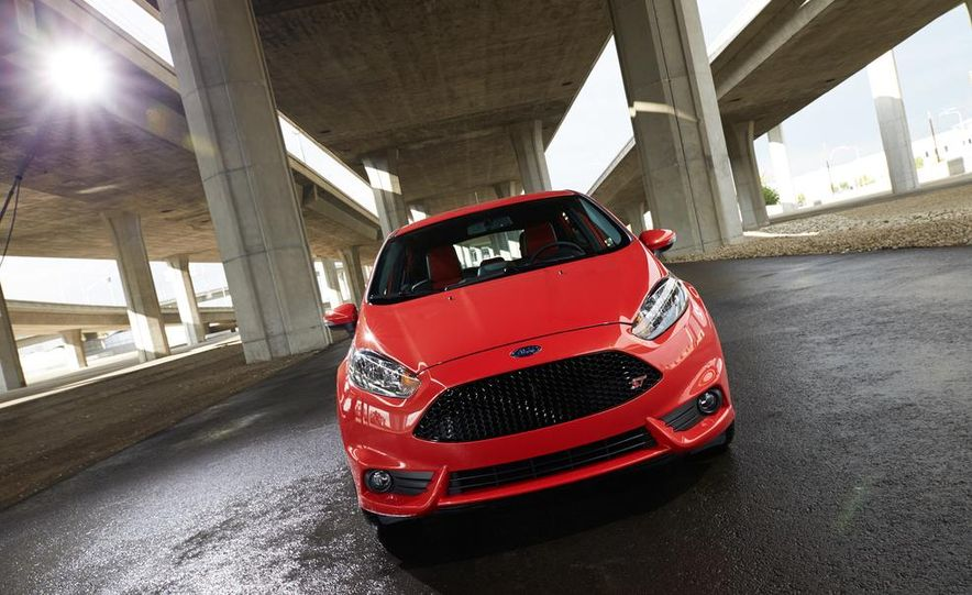 2014 Ford Fiesta ST - Slide 17