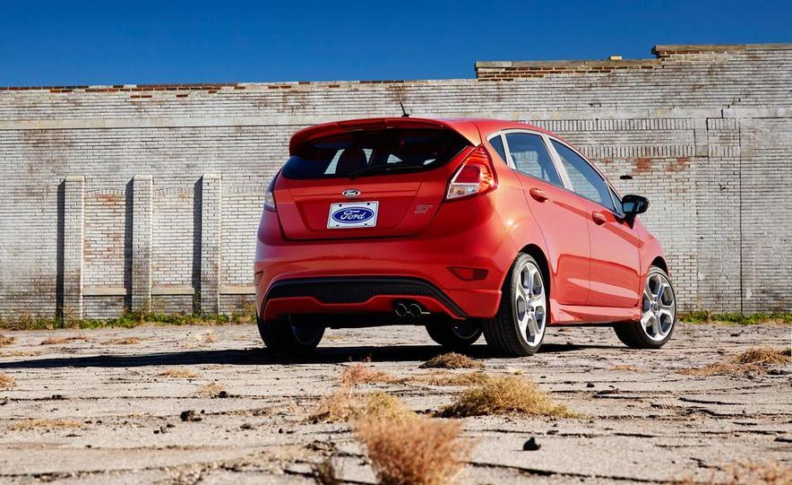 2014 Ford Fiesta ST - Slide 25