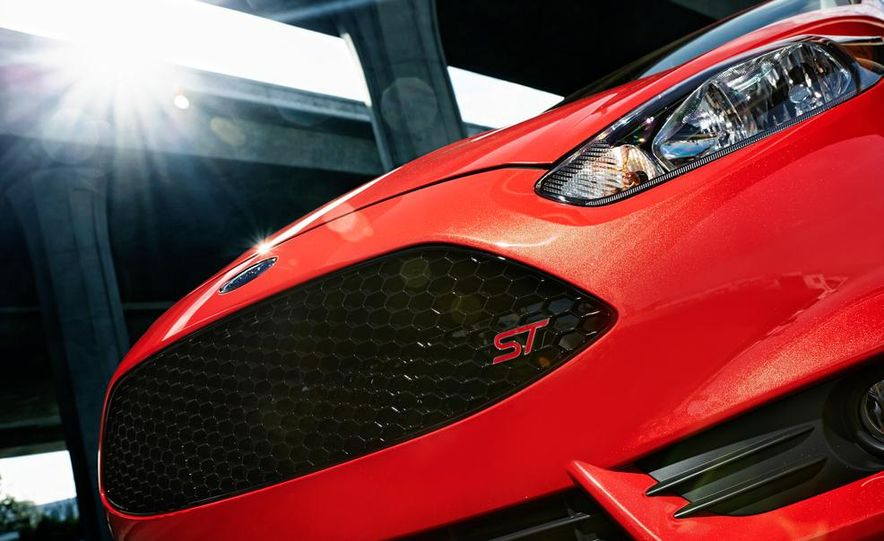 2014 Ford Fiesta ST - Slide 26