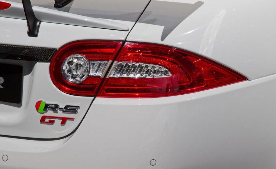 2014 Jaguar XKR-S GT - Slide 16