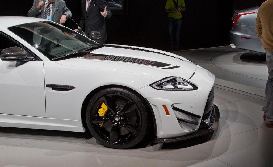 2014 Jaguar XKR-S GT - Slide 13