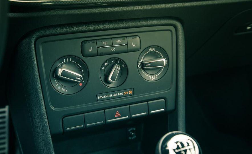 2013 Volkswagen Beetle turbo convertible - Slide 40