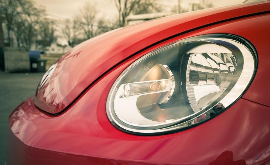 2013 Volkswagen Beetle turbo convertible - Slide 19
