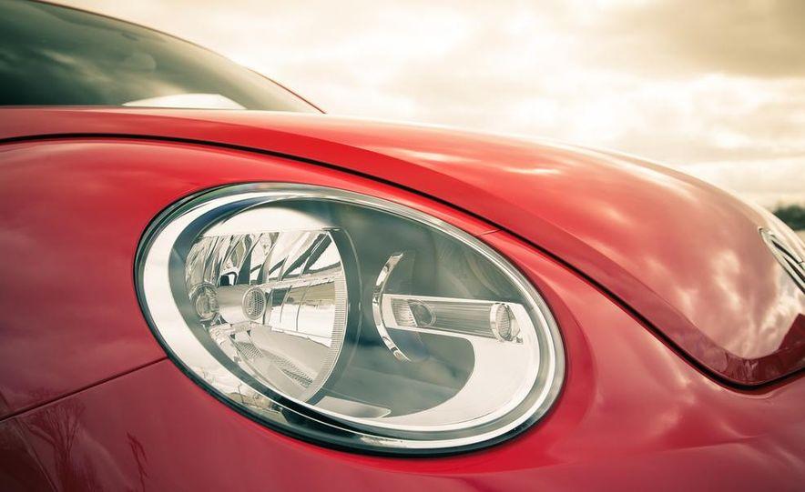 2013 Volkswagen Beetle turbo convertible - Slide 20