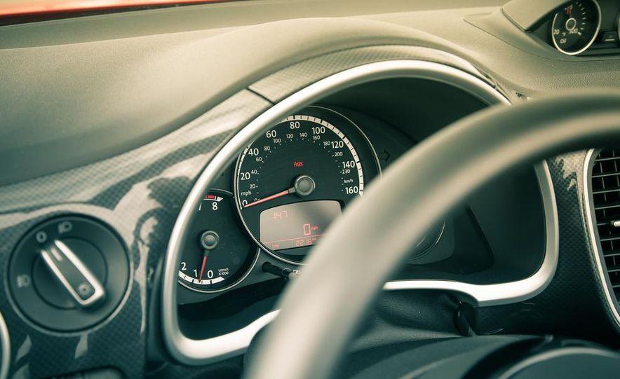 2013 Volkswagen Beetle turbo convertible - Slide 35