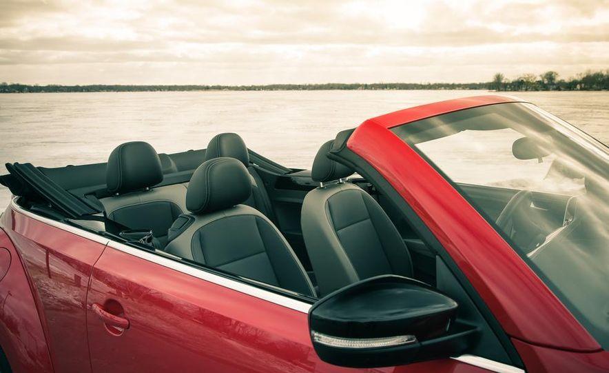 2013 Volkswagen Beetle turbo convertible - Slide 27
