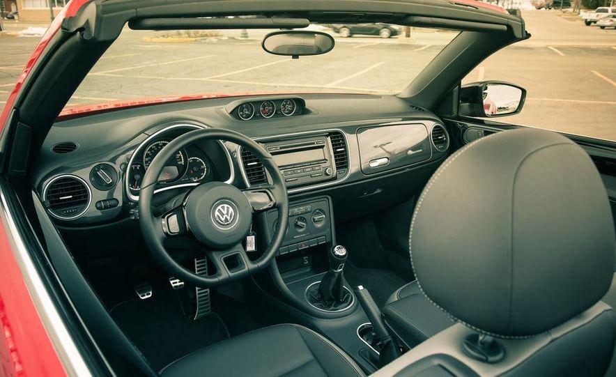 2013 Volkswagen Beetle turbo convertible - Slide 29