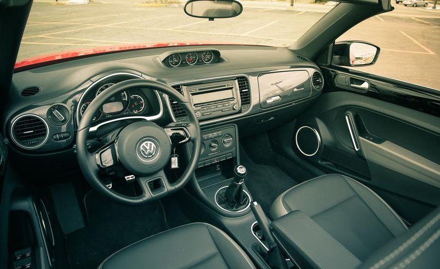 2013 Volkswagen Beetle turbo convertible - Slide 30