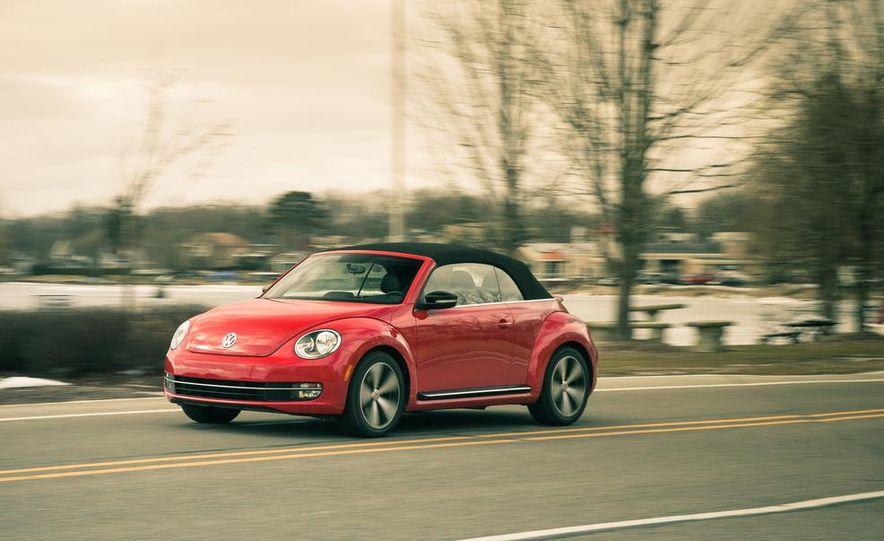 2013 Volkswagen Beetle turbo convertible - Slide 2