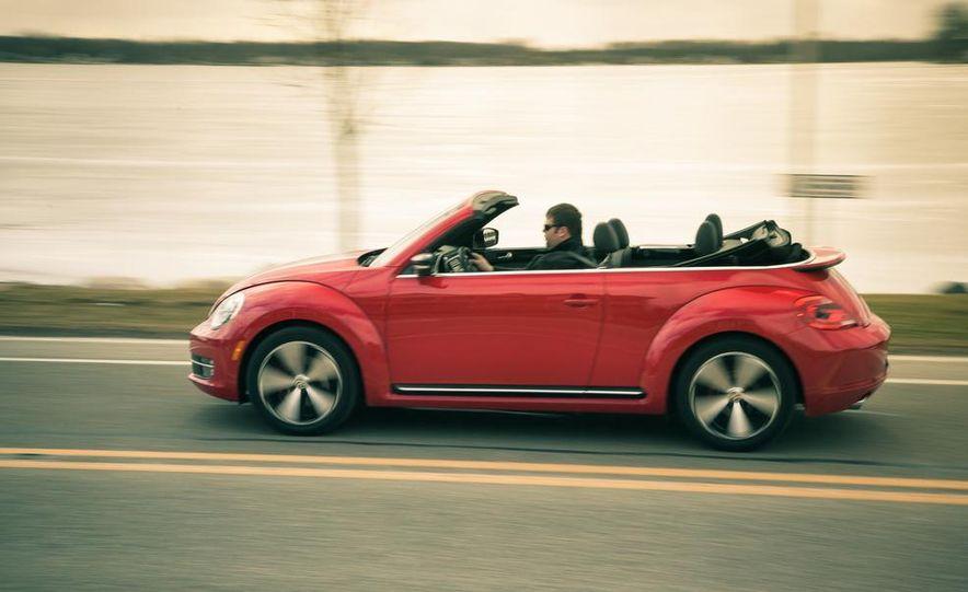 2013 Volkswagen Beetle turbo convertible - Slide 4