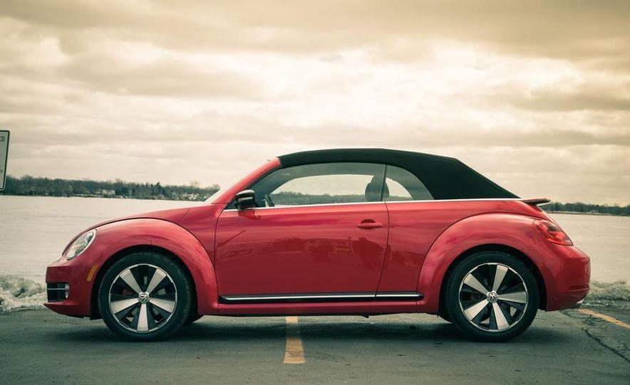2013 Volkswagen Beetle turbo convertible - Slide 12