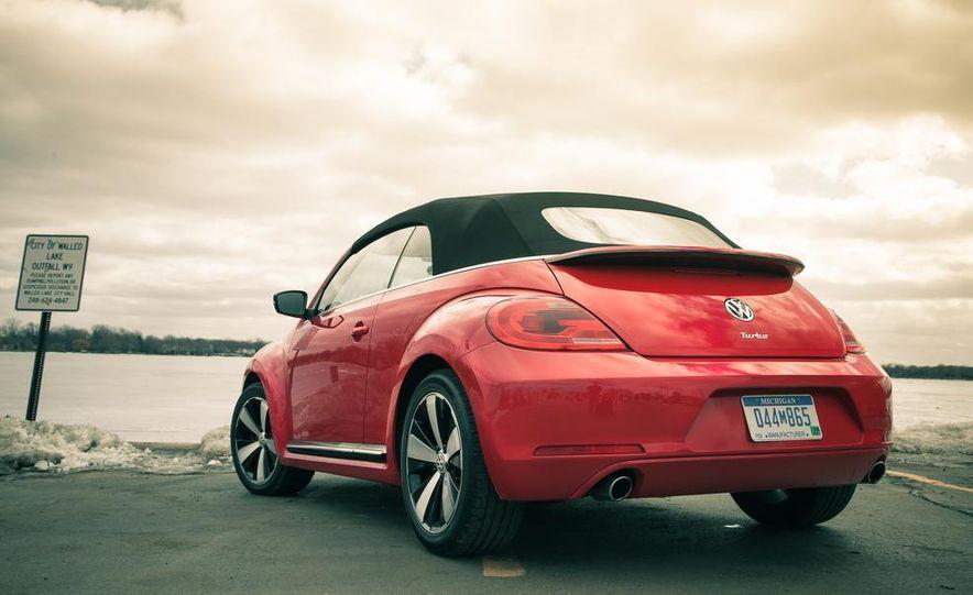 2013 Volkswagen Beetle turbo convertible - Slide 15