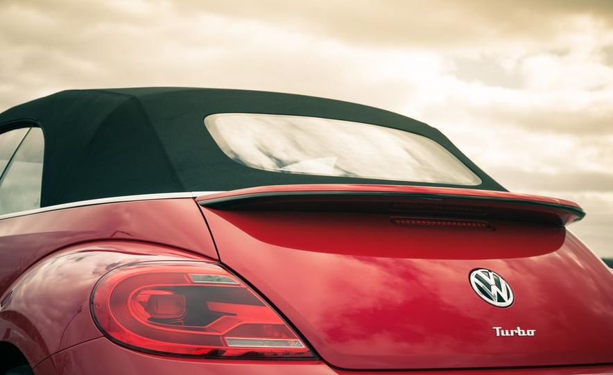 2013 Volkswagen Beetle turbo convertible - Slide 22