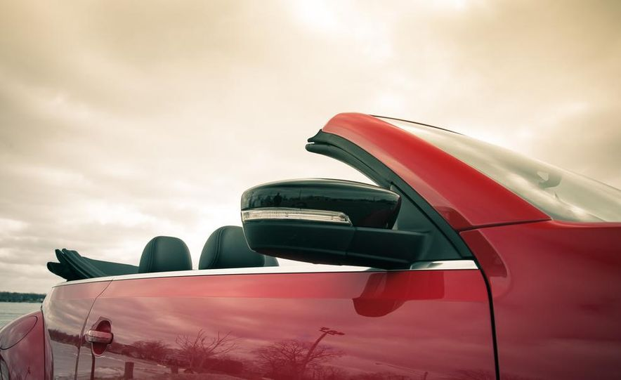2013 Volkswagen Beetle turbo convertible - Slide 21