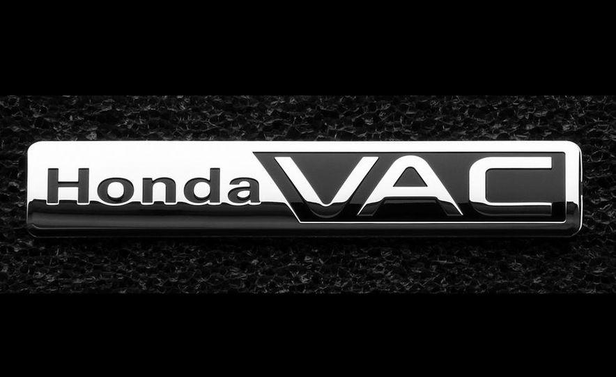 2014 Honda Odyssey Touring Elite - Slide 28
