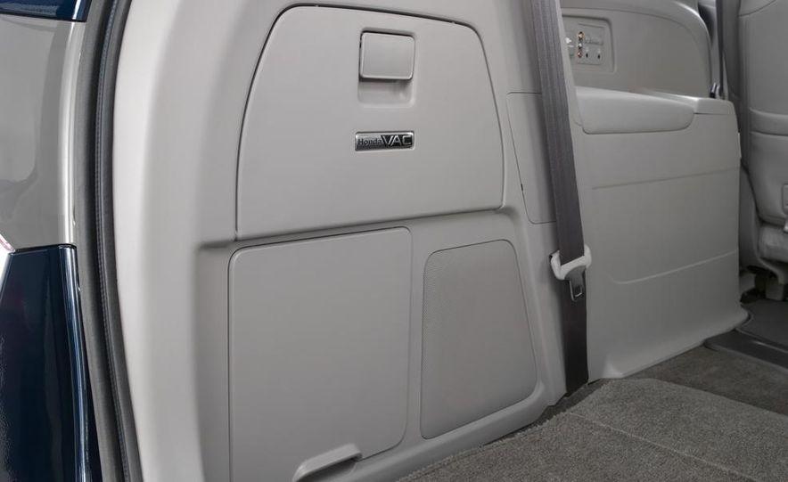 2014 Honda Odyssey Touring Elite - Slide 24