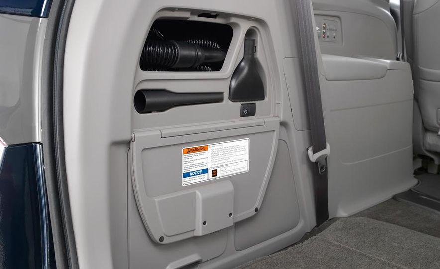 2014 Honda Odyssey Touring Elite - Slide 25