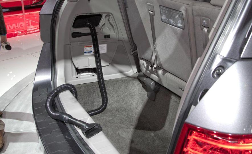 2014 Honda Odyssey Touring Elite - Slide 15