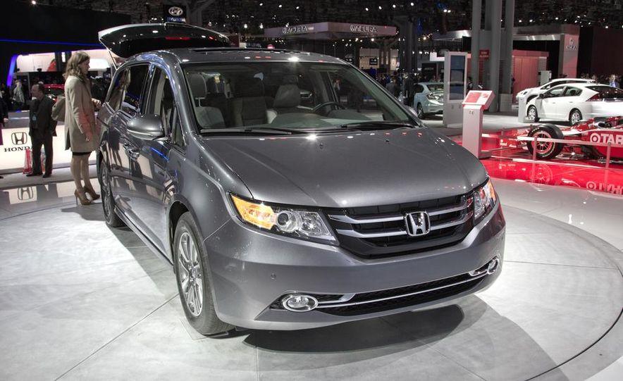 2014 Honda Odyssey Touring Elite - Slide 2