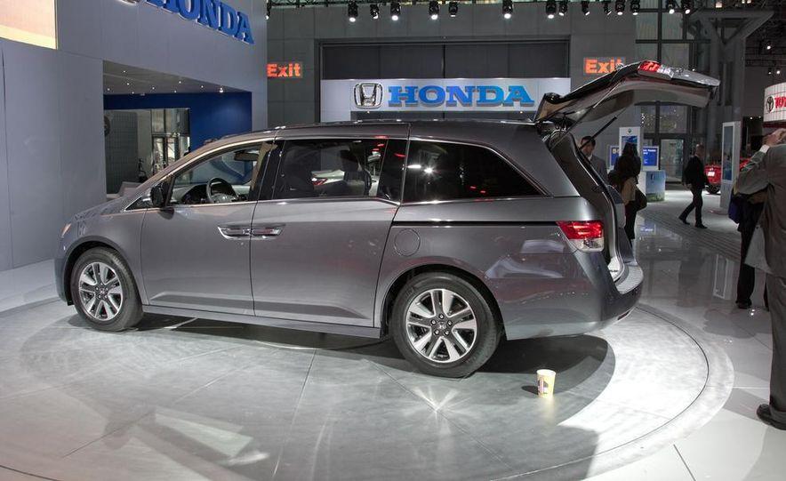 2014 Honda Odyssey Touring Elite - Slide 4