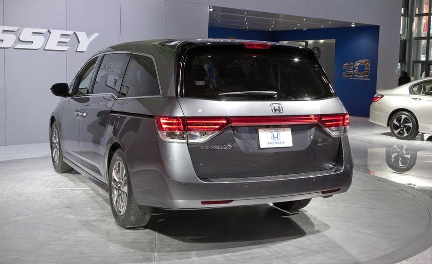 2014 Honda Odyssey Touring Elite - Slide 6